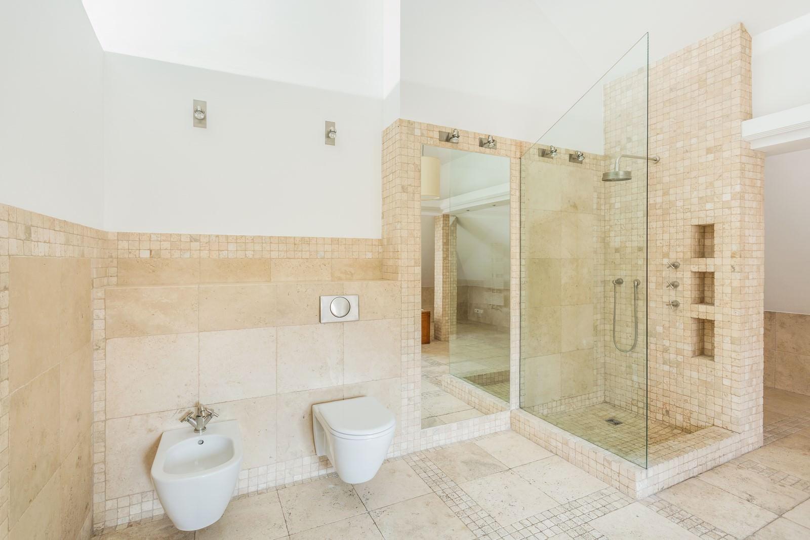 Photos de salle d eau projets ceramique public salle d for Salle de bain salle d eau