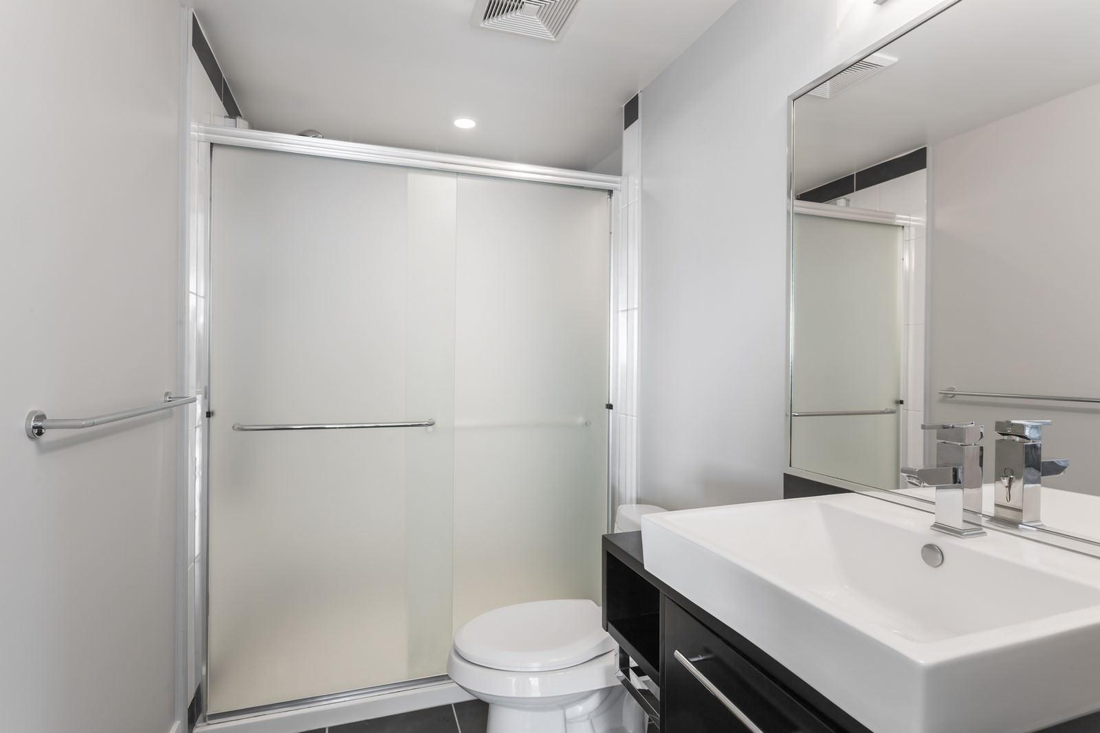 les salles d eau les salles d eau les salles dueau mobilit rduite et dans les salles dueau. Black Bedroom Furniture Sets. Home Design Ideas